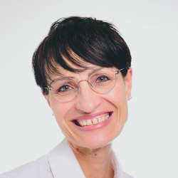 Dr. Doris Cihlars
